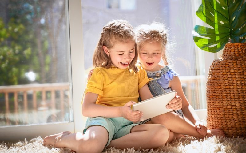 children-are-playing-with-tablet-UJQL426